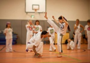 Kinder Capoeira am Kulturstrand