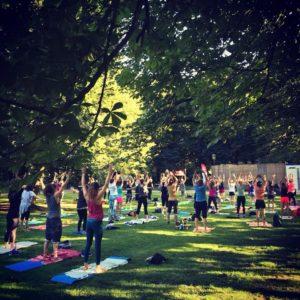 Yoga für alle - Outdoorsport für Erwachsene